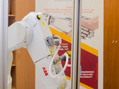 Daugavpils Universitātes projekta CONUS ietvaros ir uzstādīts rūpnieciskais robots un programmatūra